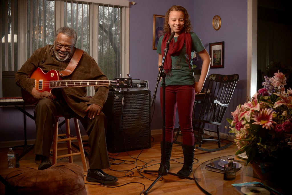 Sherman Holmes and Whitney Nelson, at Sherman's home, February 2016. Photo by Pat Jarrett/Virginia Folklife Program.